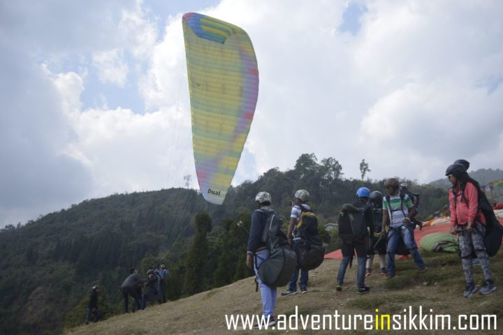 A regular day for paragliding in Gangtok