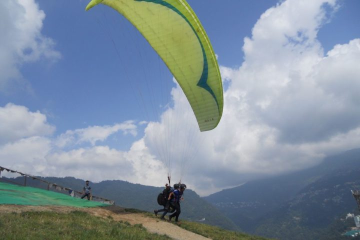 smooth paragliding takeoff launch at gangtok